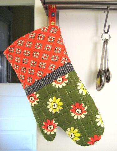 Holiday Hostess Hot Mitt - FREE!